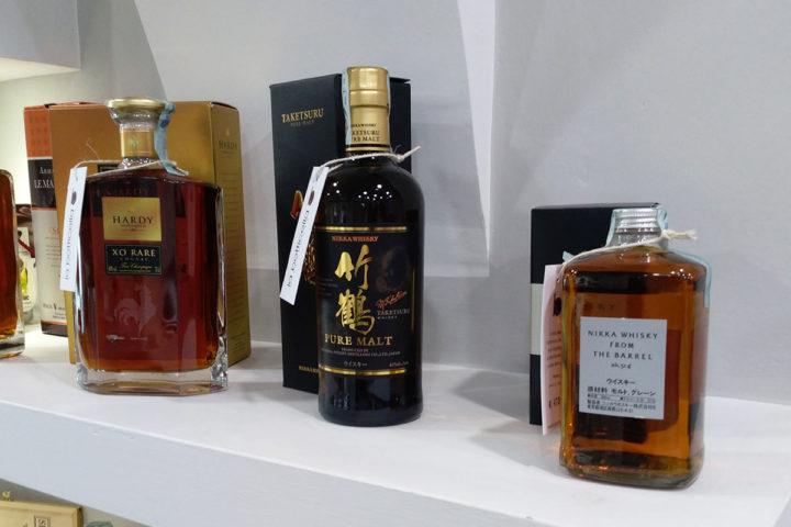 Selezione di superalcolici whisky grappe